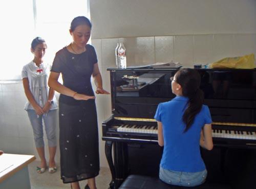 钢琴教学多图_幼儿钢琴入门教学视频图